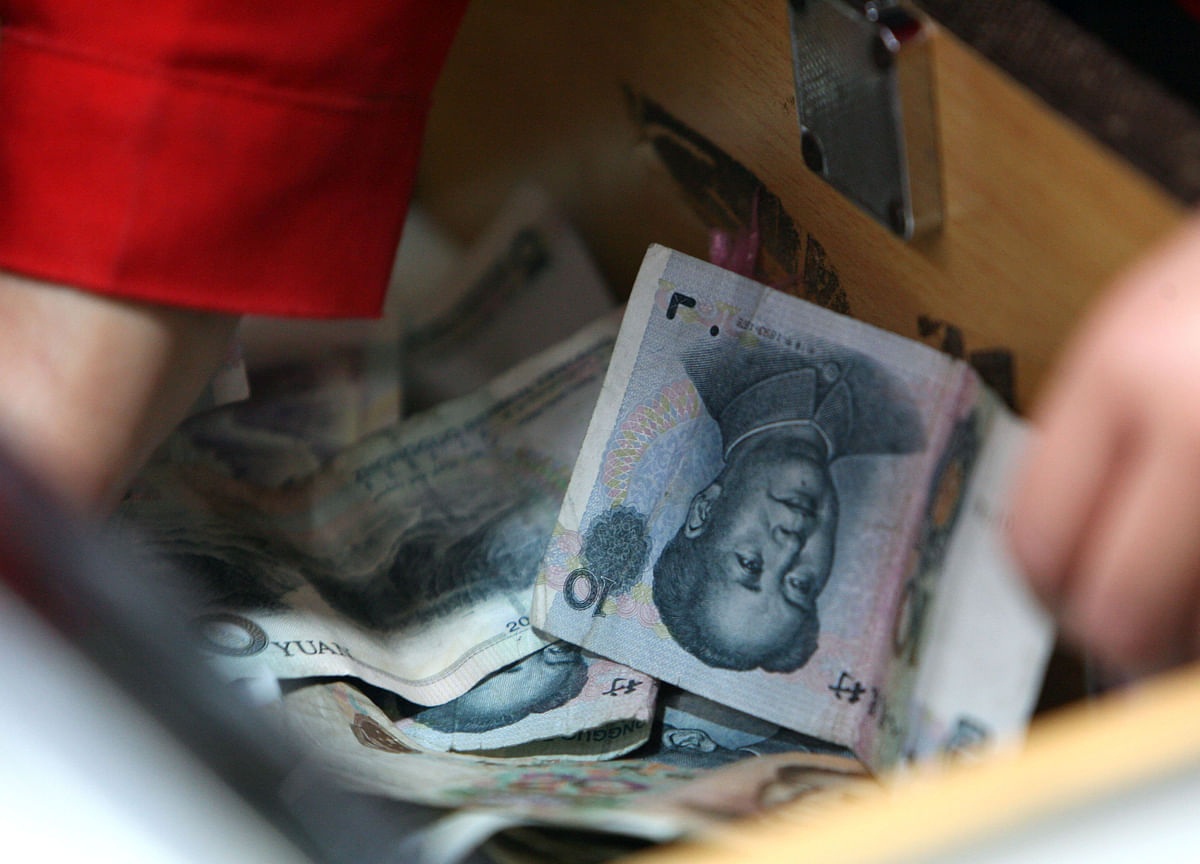 China's Yuan Tumble Blindsides Traders, Spurs Worry Over Impact