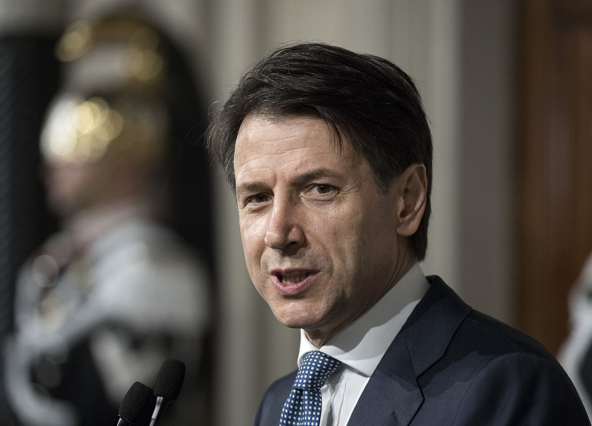 Italy Hands 'Mr. Nobody' Second Shot at Forging Stable Government
