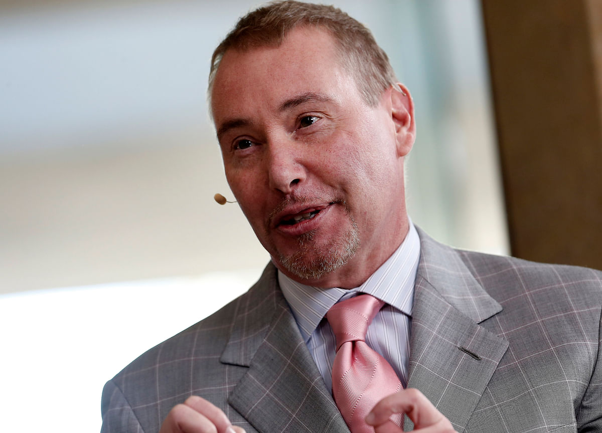 Gundlach Likens Rising Rates, Deficits to `Suicide Mission'