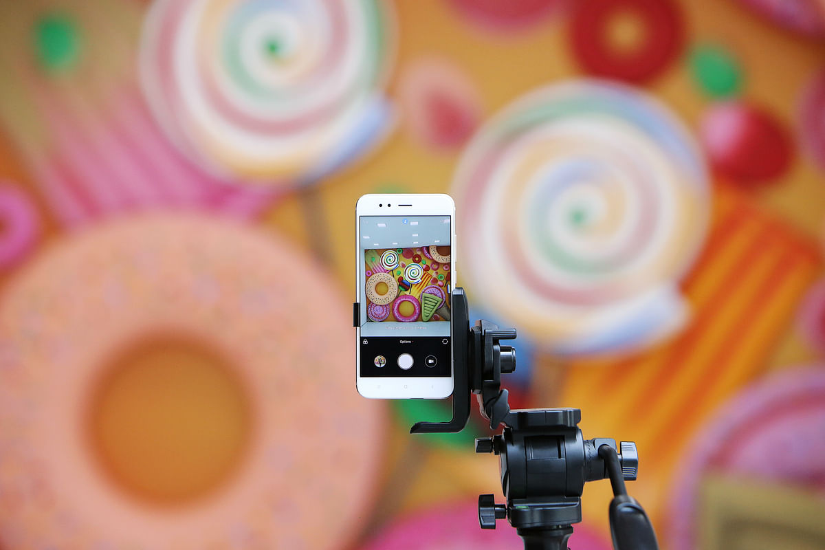 A Xiaomi Corp. Mi A1 dual camera device is attached to a tripod ready to take a photograph during the smartphone's launch in New Delhi, India, on Sept. 5, 2017. (Photographer: Anindito Mukherjee/Bloomberg)