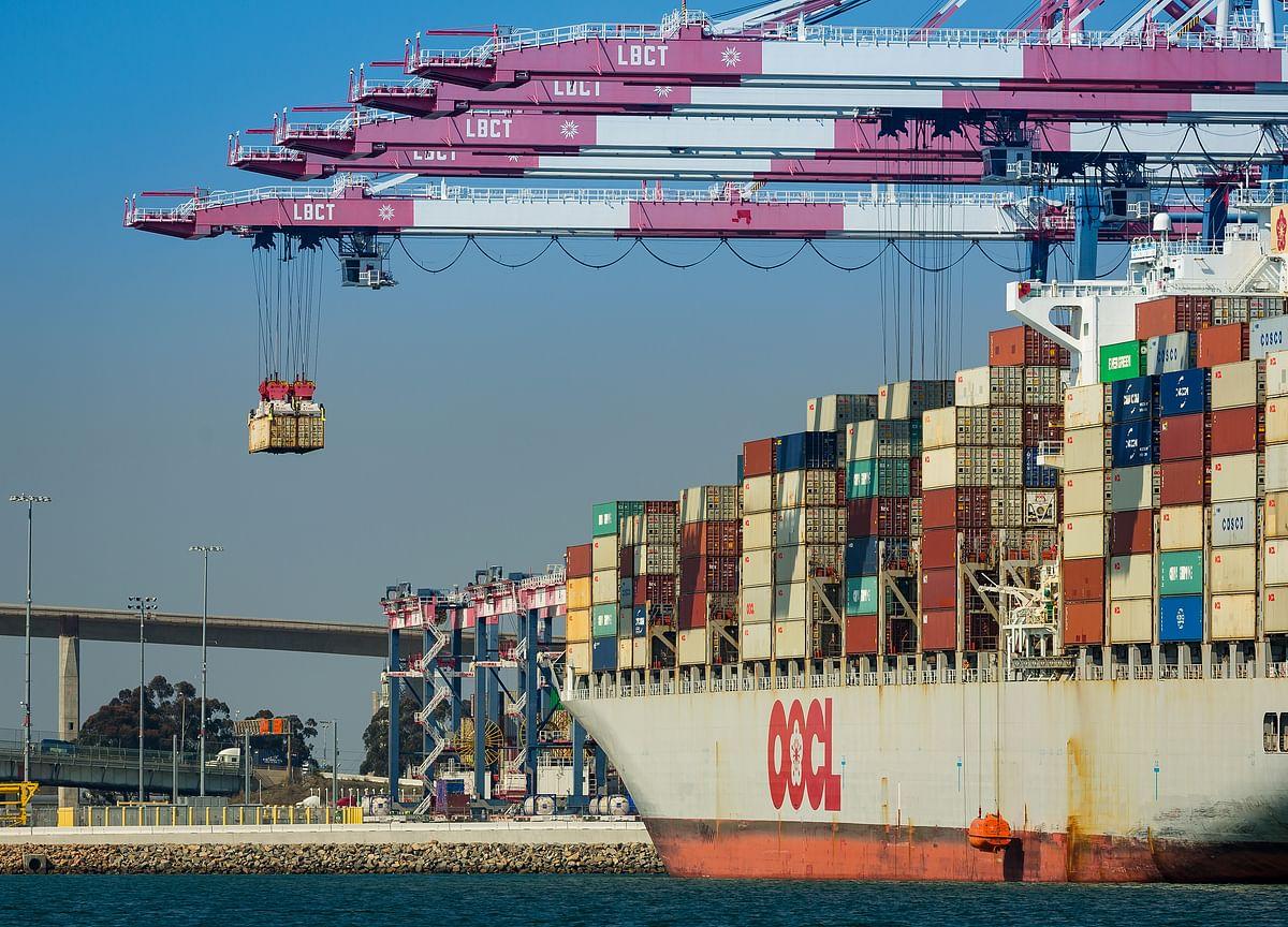 Trump to Pull Tariff Trigger at Midnight in Trade-War Escalation