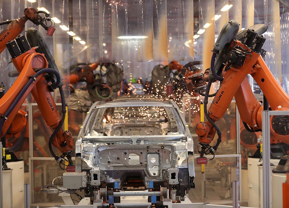 Euro-Area Factories Remain Stuck in Downturn as Orders Slide