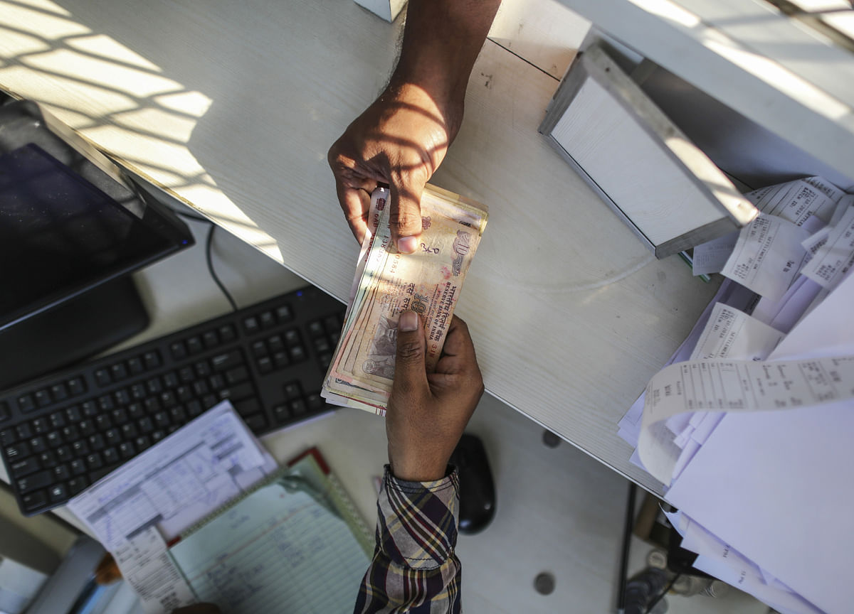 Cash Crunch, RBI Hike Risks Send India Funds to Shorter Debt