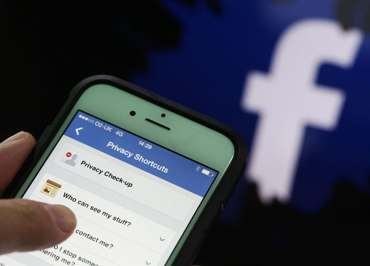 Facebook and Apple Disagree on How to Curb Fake News for U.S. Midterms