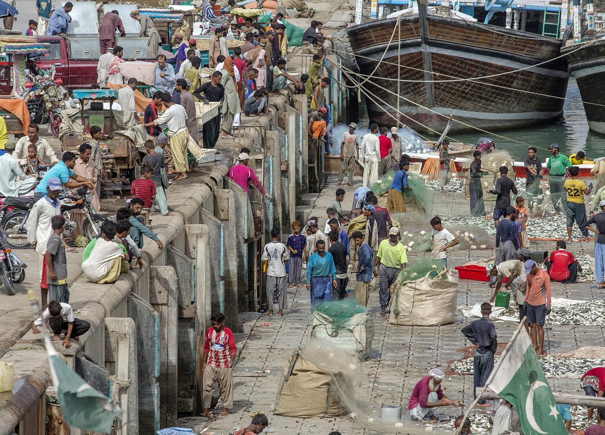 Pakistan Raises Rate Most Since 2008 as Economic PressureBuilds