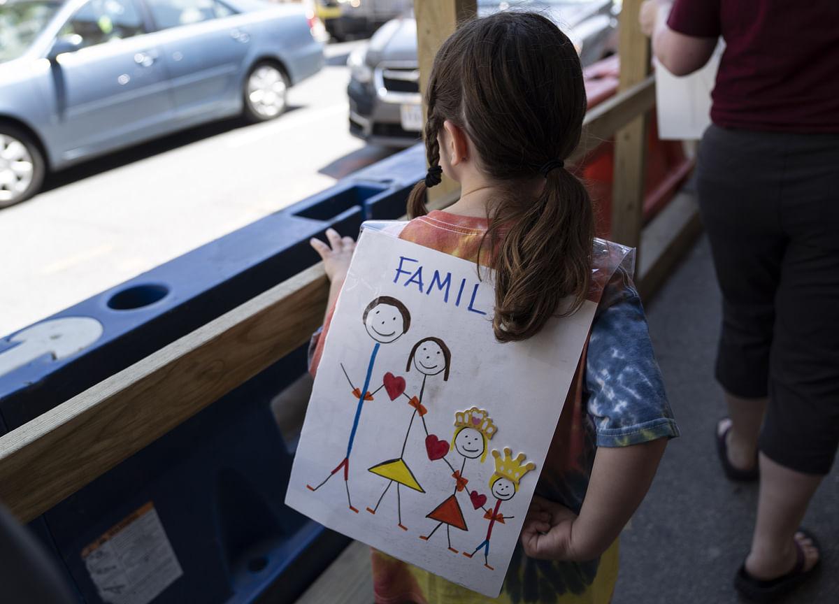 Judge Demands 'Straight-Forward' Process to Reunite Migrants