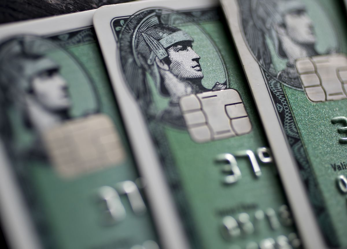 AmEx Falls on Angst That Profit Fails to Keep Pace With Revenue