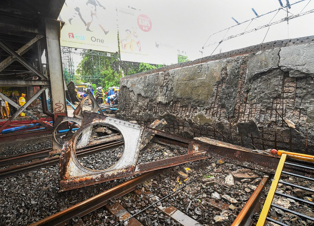 Mumbai Bridge Collapse: Local Train Services Hit, Five Hurt; Railway Minister Orders Probe