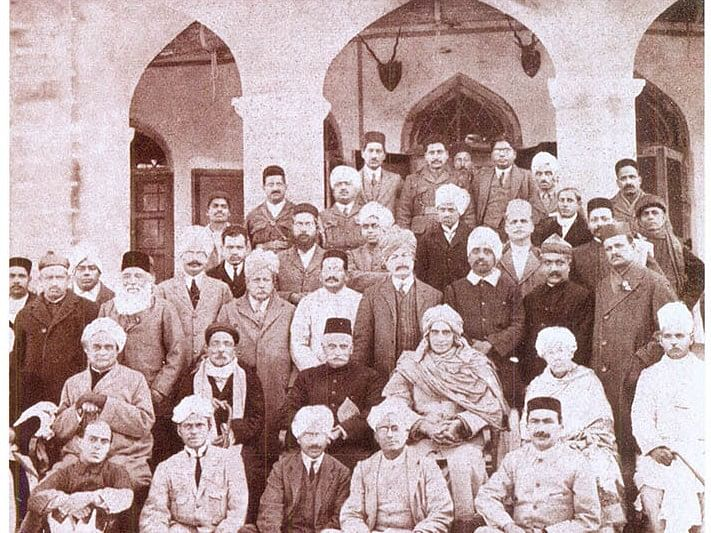 Prominent delegates to the Amritsar Congress meeting in  1919, including BG Tilak, Motilal Nehru, Shraddhanand, Annie Besant, MM Malaviya, Jawaharlal Nehru, S Satyamurti. (Image: National Repository of Open Educational Resources / Gandhi Heritage Portal)