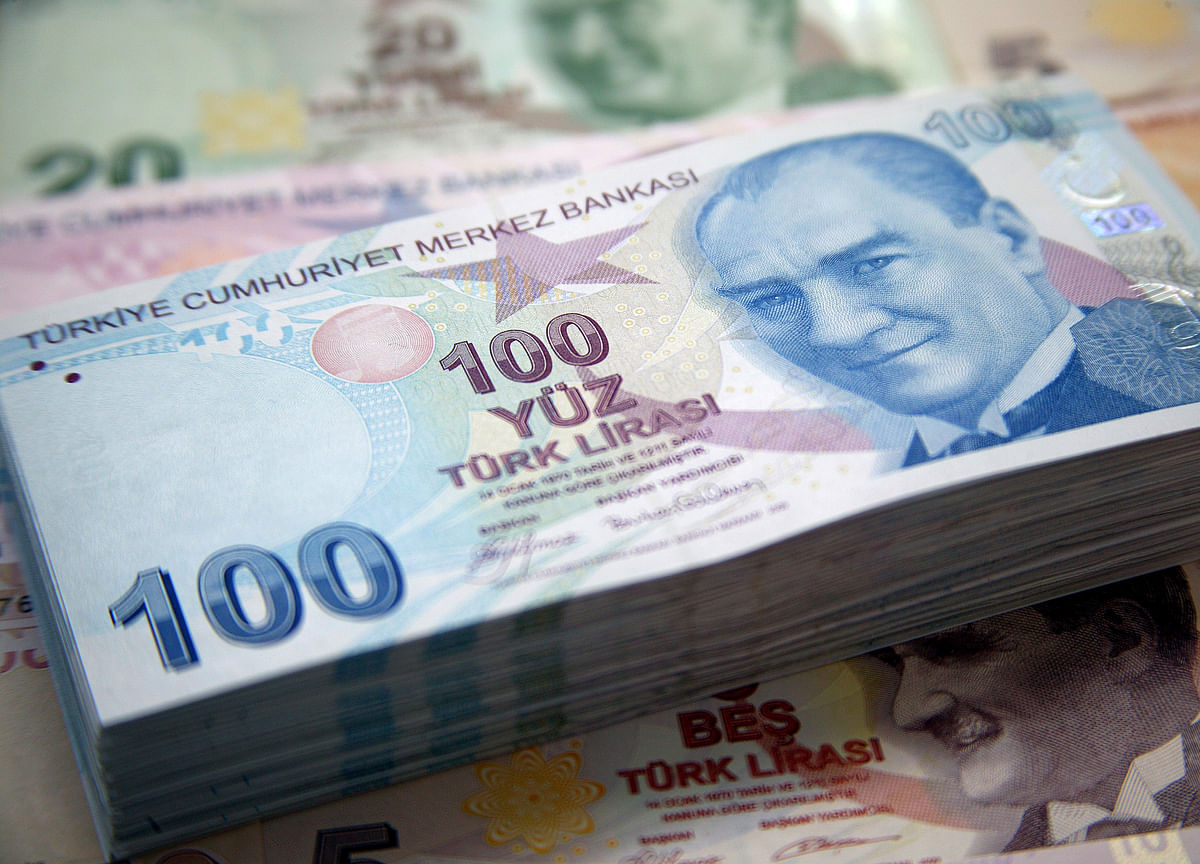 Turkish Lira Whipsaws as Traders Return From Holiday Break
