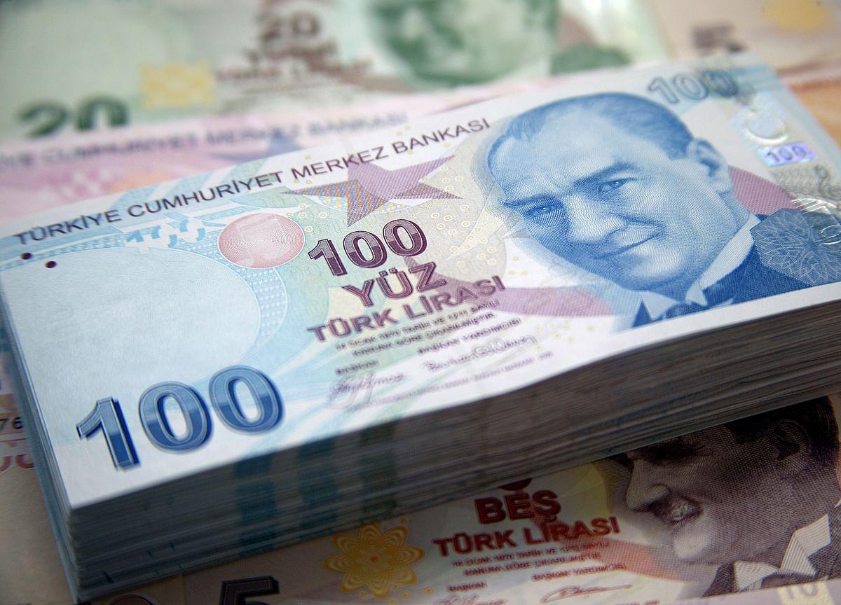 Turkish Lira Jumps as Regulator Curbs Bank Swap Transactions