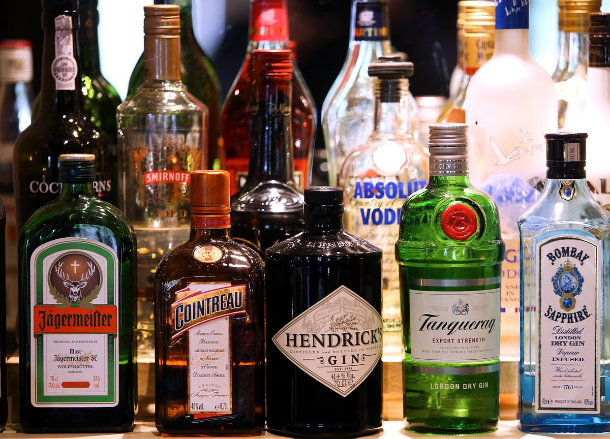 Commerce Ministry Suggests Restricting Duty-Free Alcohol Purchase To One Bottle