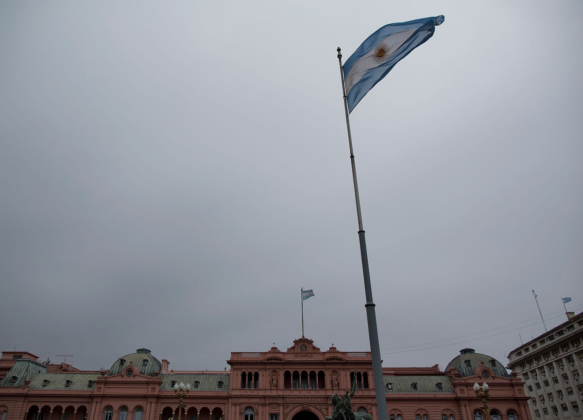 Argentina Imposes Capital Controls as Reserves Drain Away