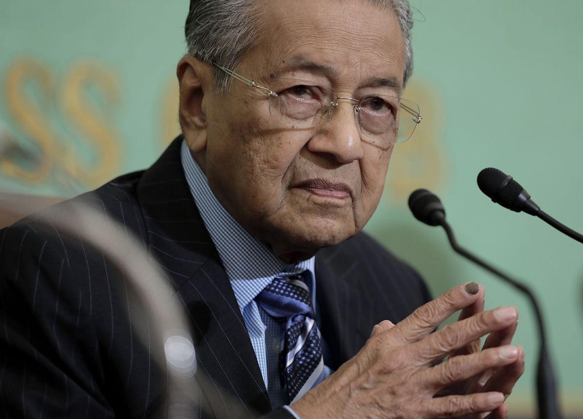 Asean Should Unite Against Trump and EU on Trade, Mahathir Says