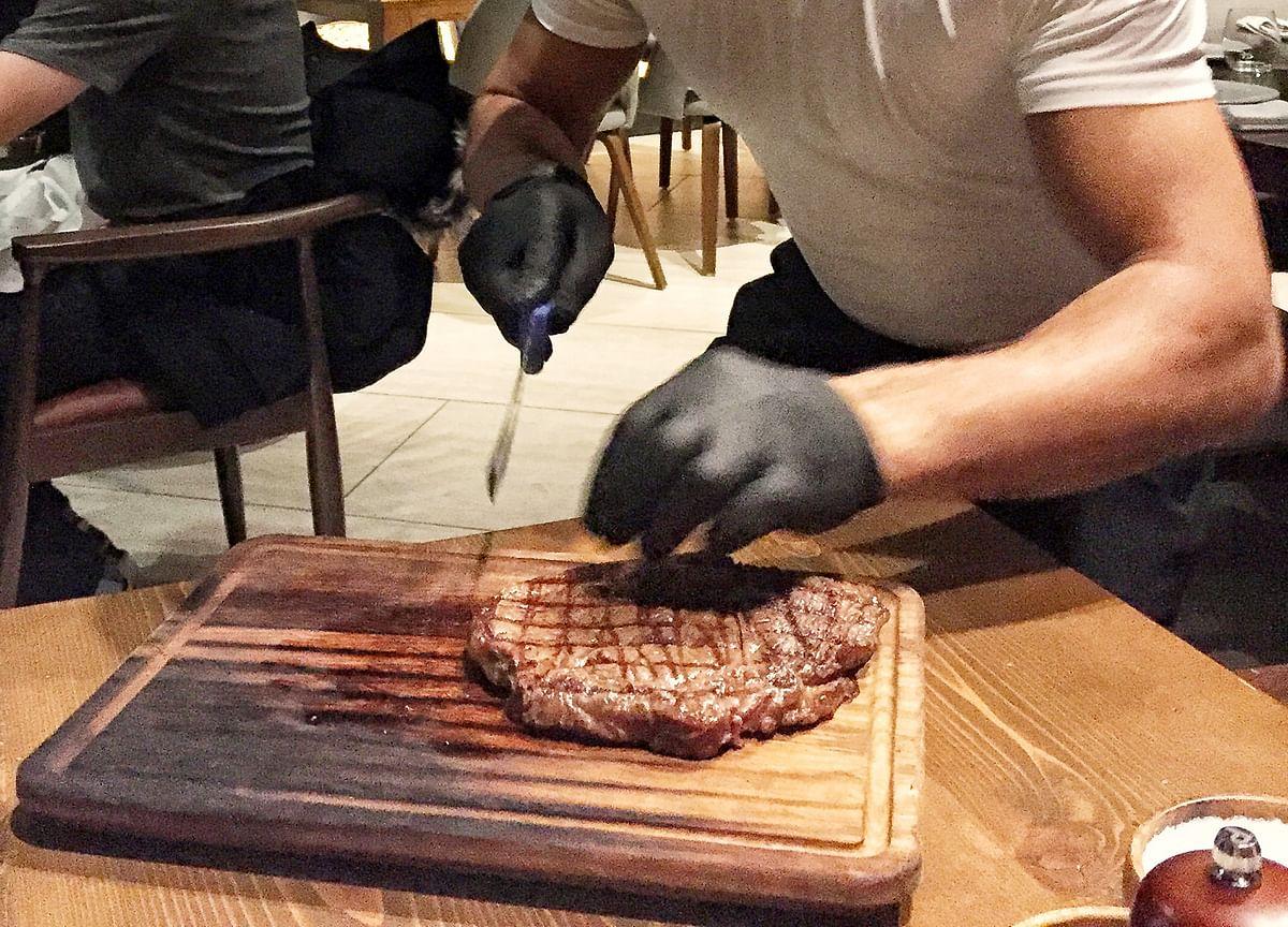 Venezuela's Maduro Feasts on Steak, Smokes Cigars at Salt Bae Restaurant