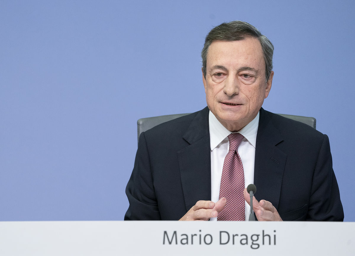 Draghi Ups Warning on High Debt Amid Italian Fiscal Tensions
