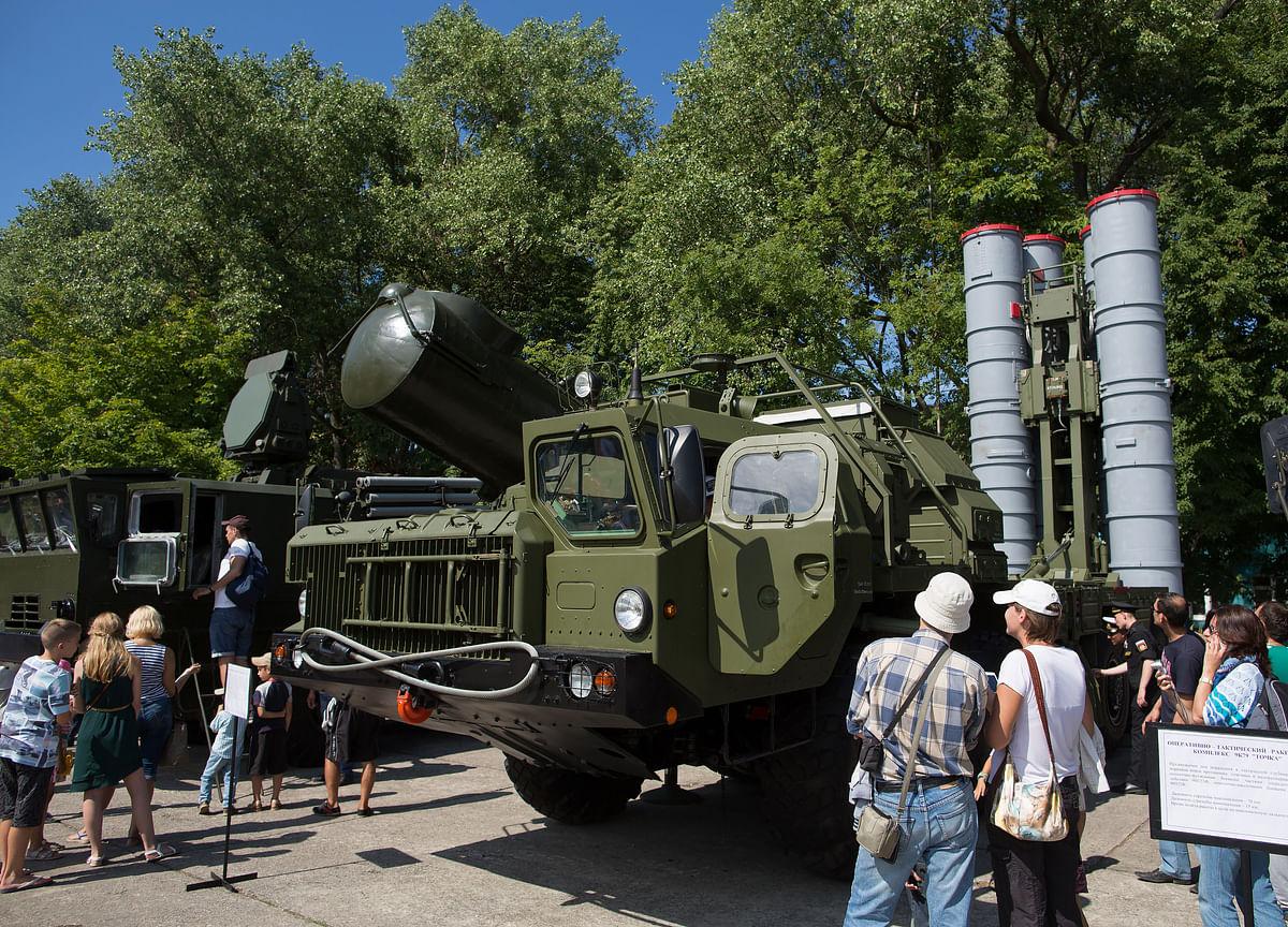 Russia and India Sign $5 Billion Air-Defense Deal in New Delhi