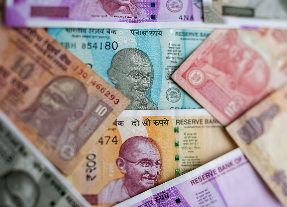 Record-Low Rupee Doesn't Scare India as Headwinds Build