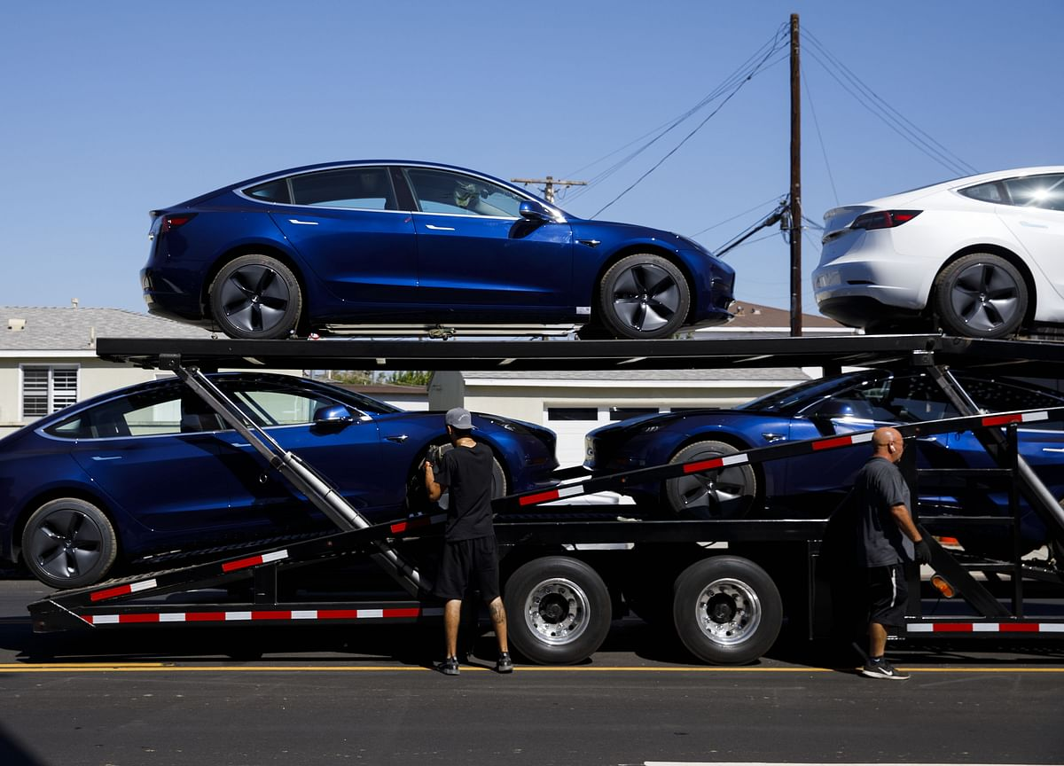 Tesla Accuses Billionaire's Engineer of Stealing Tech Secrets