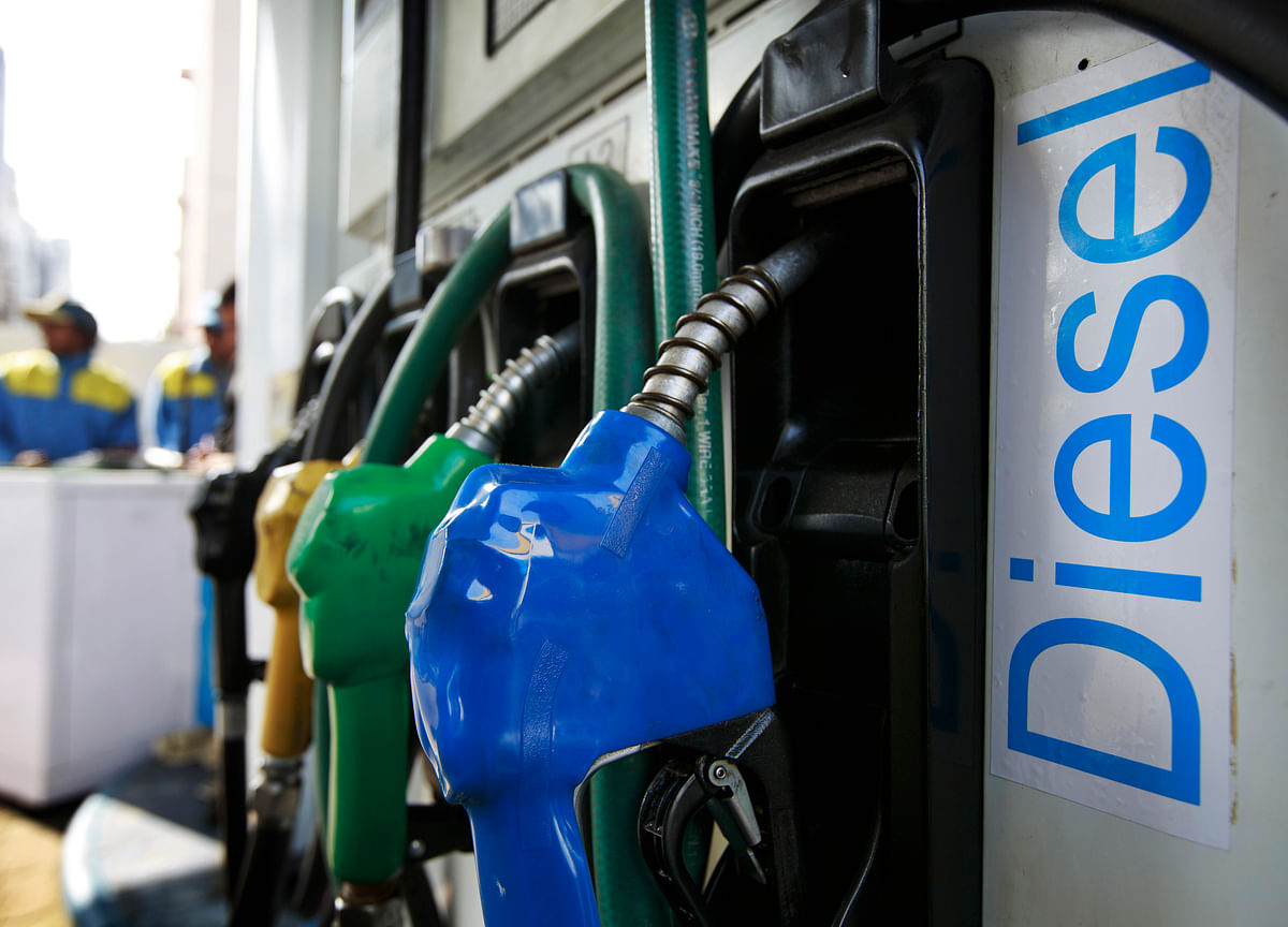 Fuel Retailers, Not Consumers, Benefit Most From Crude Plunge