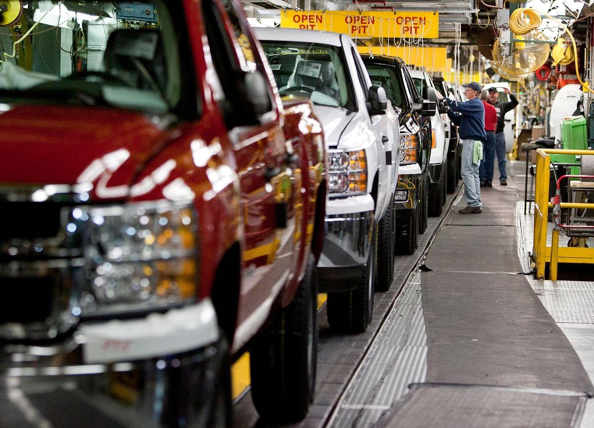 U.S. Is Probing Brake Flaw in 2.7 Million GM Trucks, SUVs