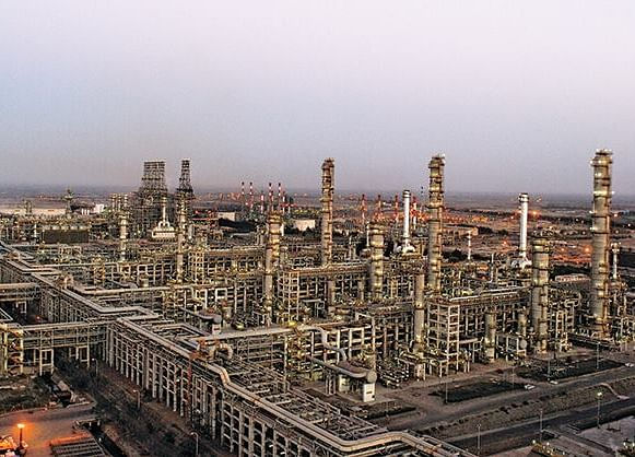 Reliance Considers Plan to Expand World's Largest Refinery Complex