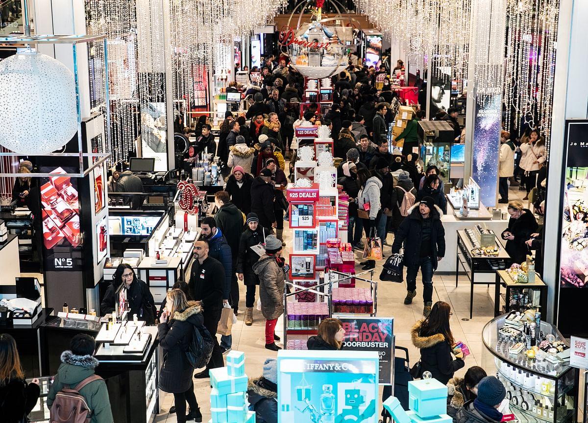 Old-School Retailers Stumble Into Holiday Spending Weekend