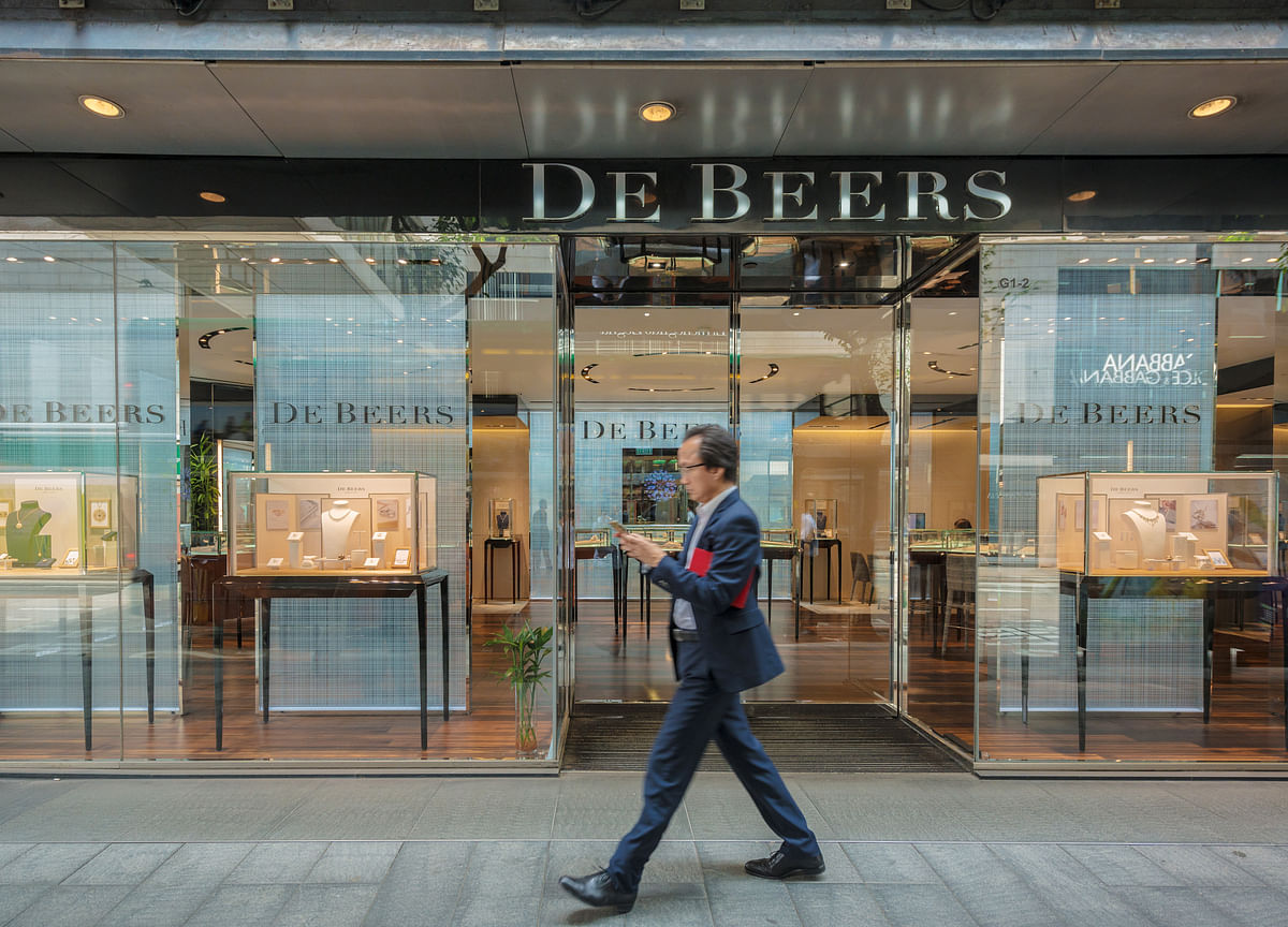 De Beers Keeps Special Terms in Place for Another Diamond Sale