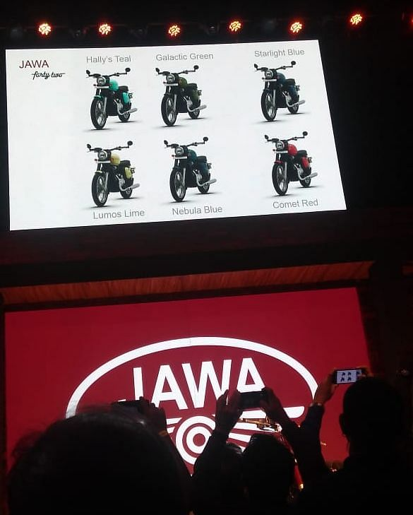 Jawa 42's colour options displayed at the launch event. (Source: BloombergQuint)