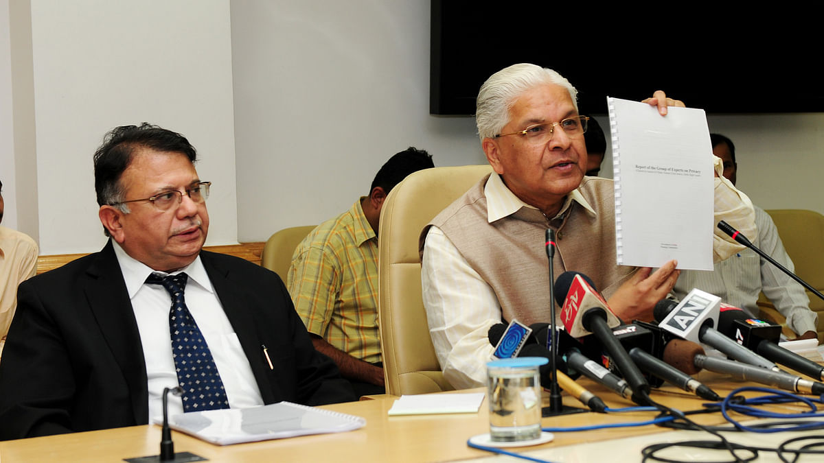 """Justice AP Shah presents the expert group report on privacy to then Science and Technology Minister Ashwani Kumar on Oct. 18, 2012. (Photograph: PIB)<a href=""""https://www.facebook.com/sharer/sharer.php?u=http://pibphoto.nic.in/photo//2012/Oct/l2012101842945.jpg""""><i><br></i></a>"""