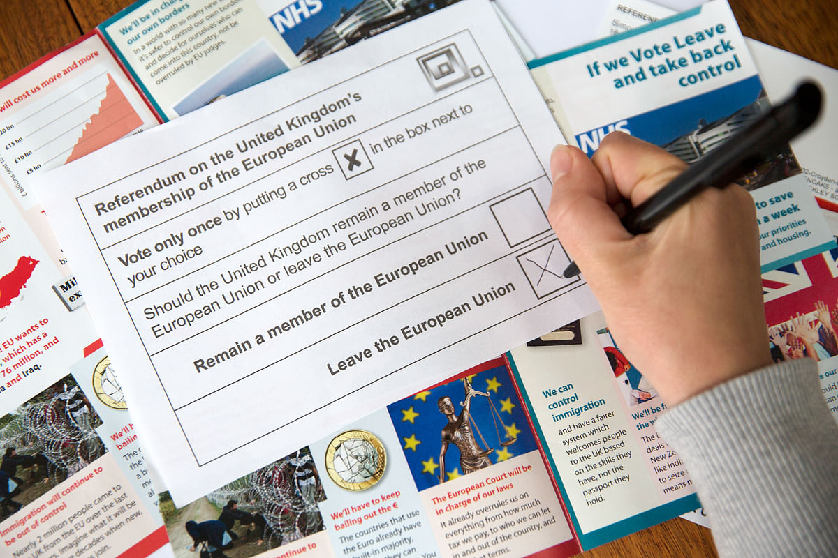 A voter marks the 'Leave' box on an EU referendum postal ballot slip, in London, U.K. (Photographer: Simon Dawson/Bloomberg)