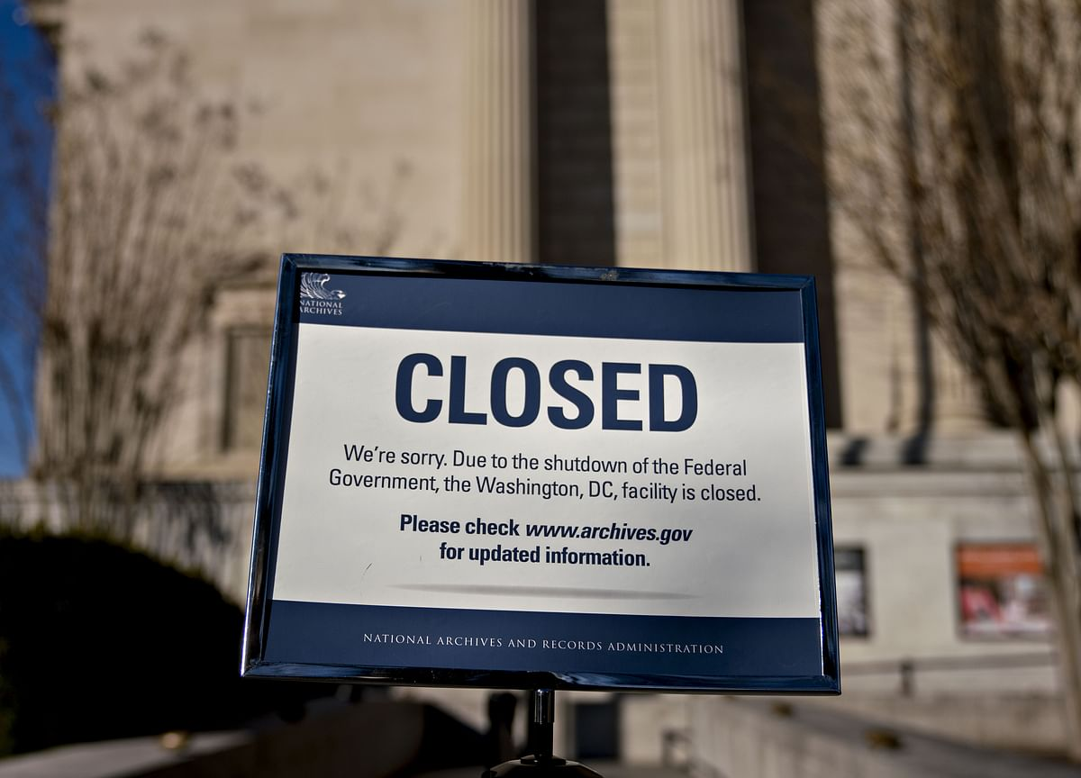 U.S. Enters New Year's Eve on 10th Day of Partial Government Shutdown