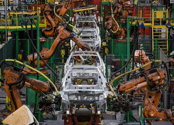 Euro-Area Economy Comes Close to Stalling as Factories Suffer
