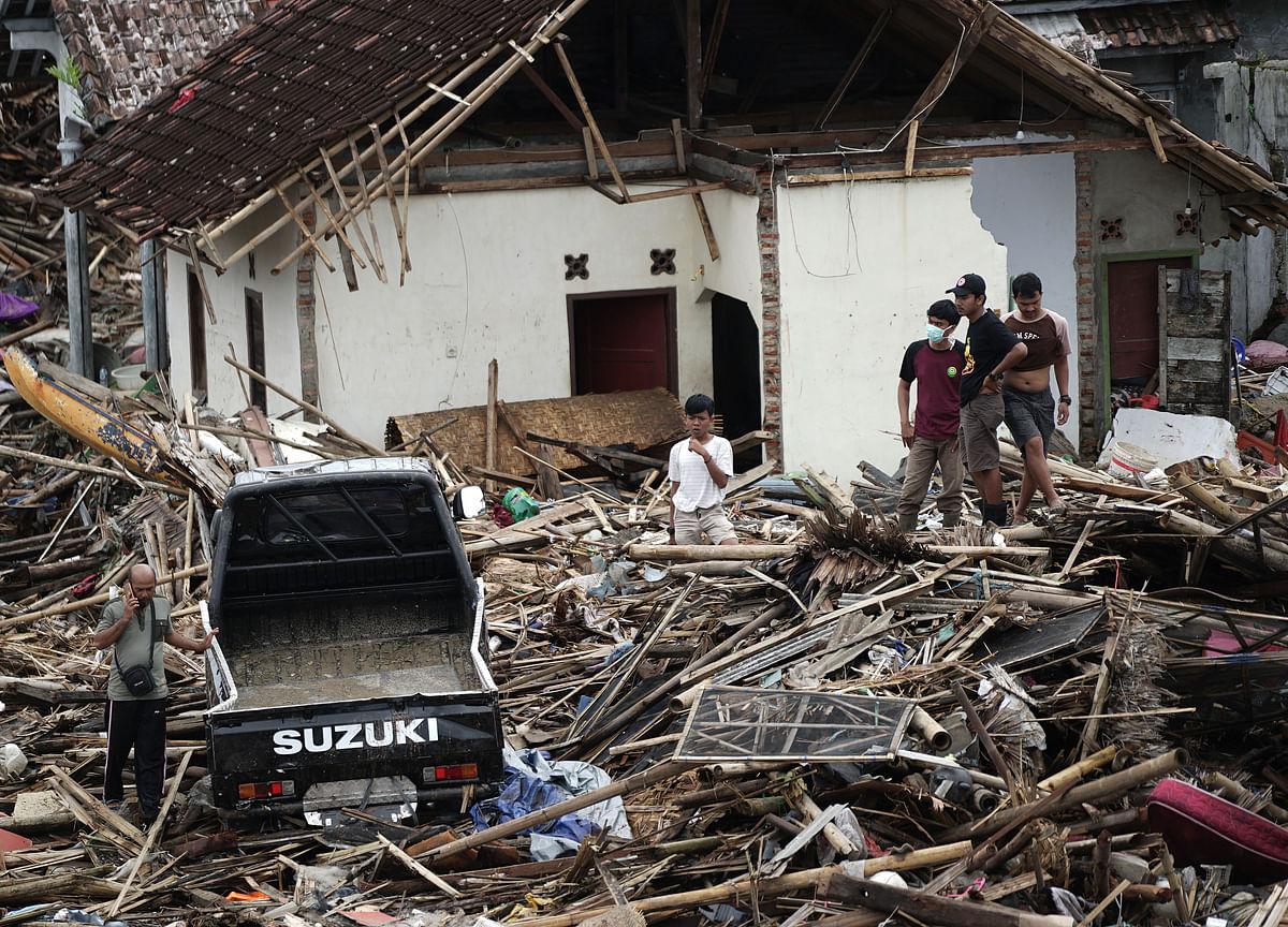 Indonesia Raises Volcano Alert After Tsunami That KilledHundreds