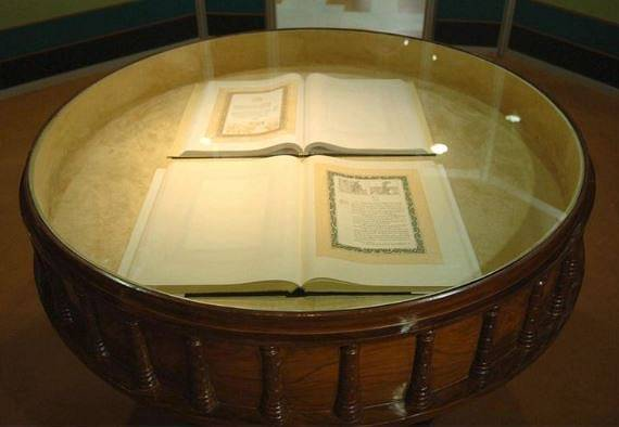 The original document was signed in two languages: English and Hindi both of which are kept in a helium filed case in the library of the Parliament of India.