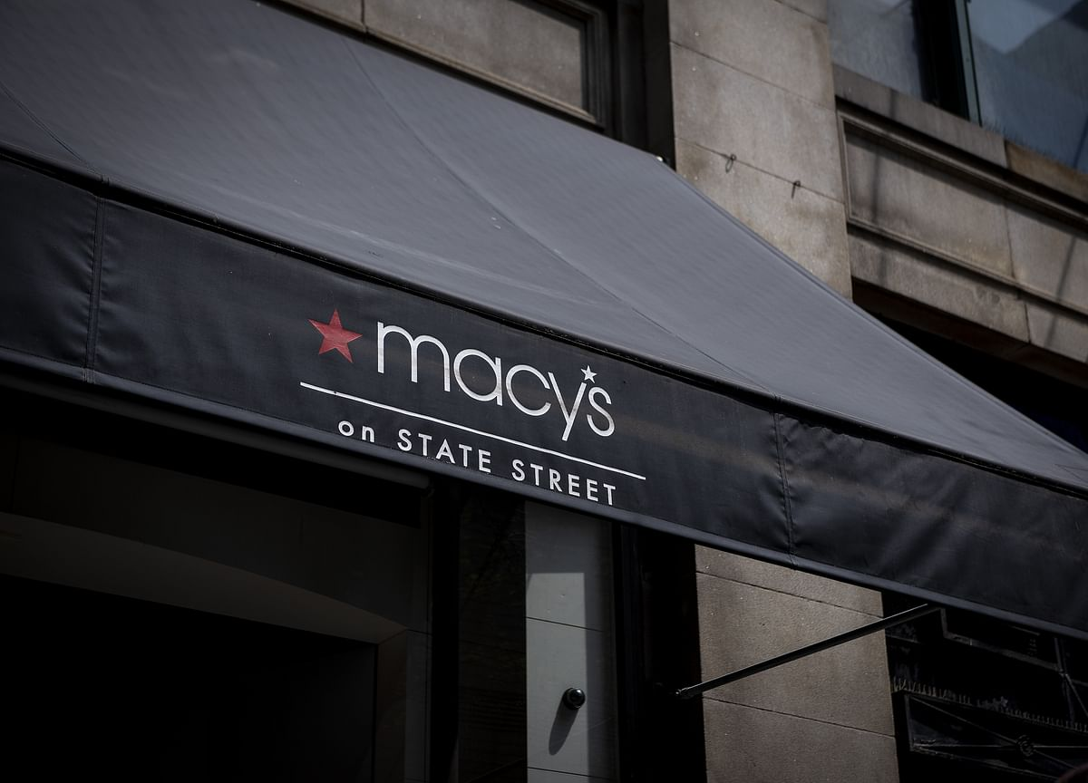 Macy's, Kohl's Lead Shift From Retail Boom to Post-Holiday Gloom