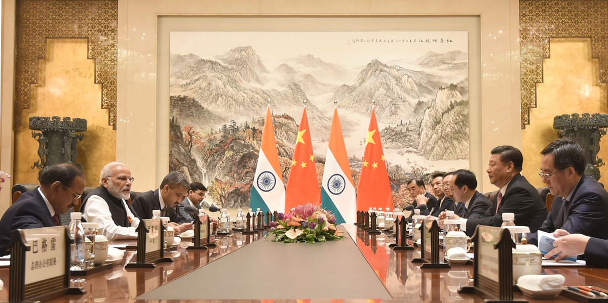 Indian Prime Minister Narendra Modi and Chinese President Xi Jinping, with their delegations, in Wuhan, China, on Apr. 27, 2018. (Photograph: PIB)