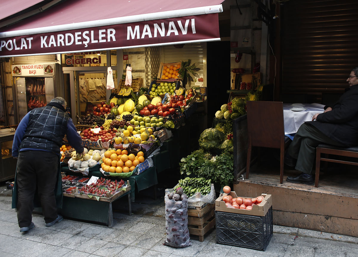 Turkish Food Inflation Slows After Cut-Price Veggie Sales