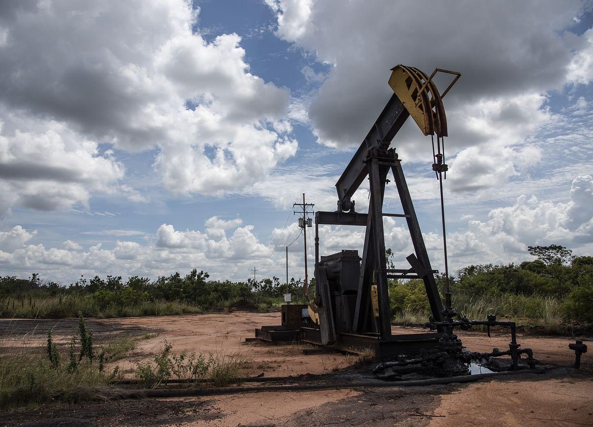 Oil Rises as Saudis Deepen Cuts, Trump May Extend Trade Deadline