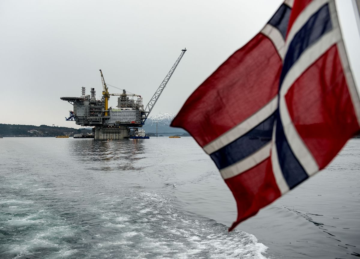Norway Gives $1 Trillion Wealth Fund Approval to Dump Some Oil Stocks