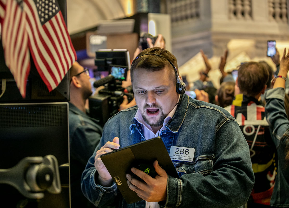 Stocks End Week Lower Amid Hints of Slowing Growth: Markets Wrap
