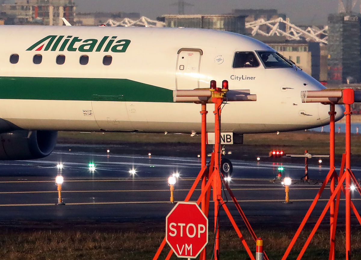 EasyJet Drops Out of Alitalia Bidding in Setback to Government