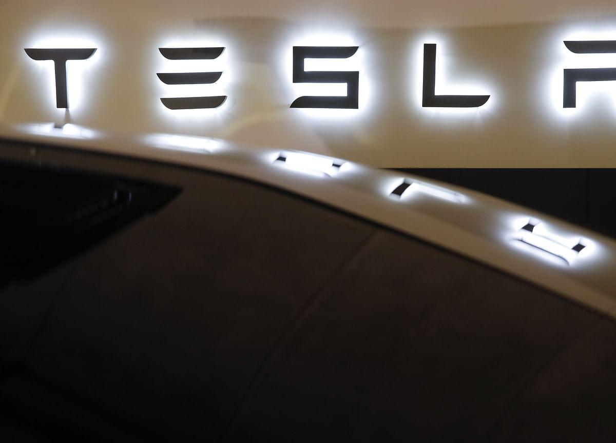 Tesla Short-SellersHold Firm After Netting $1 Billion in May