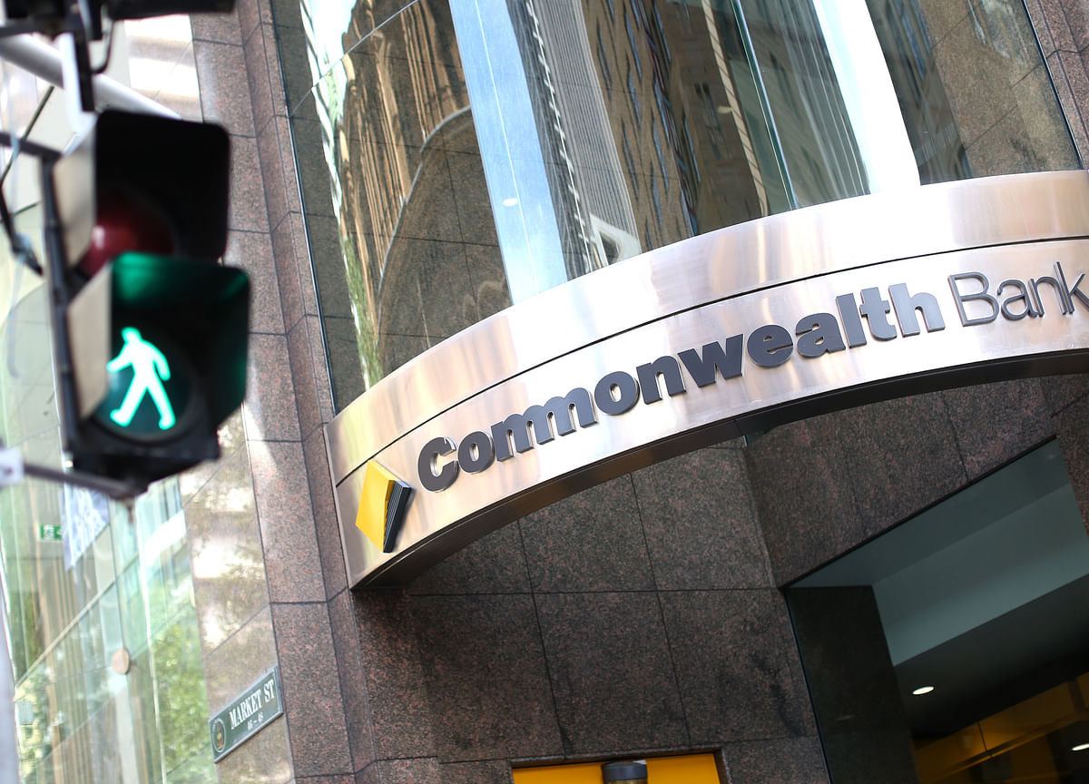 Commonwealth Bank Mulls Plan to Cut 10,000 Jobs, Paper Says