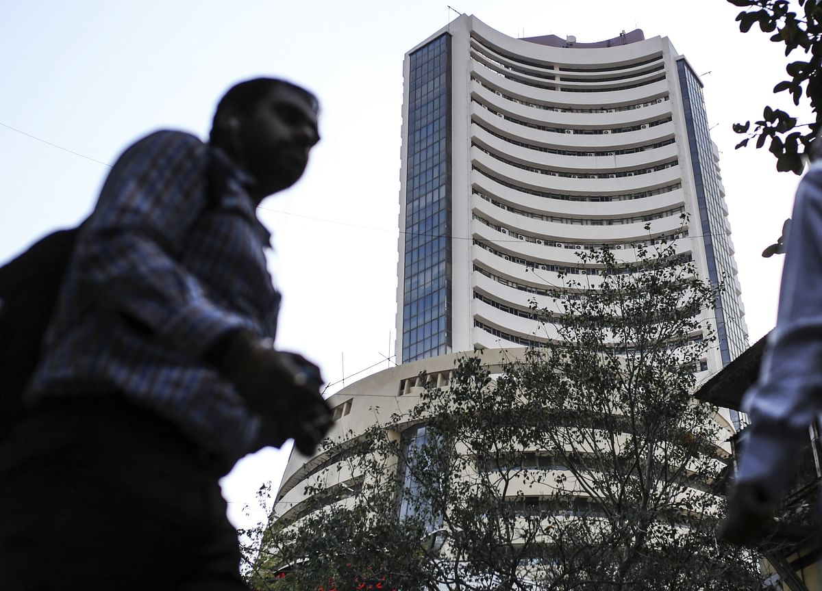 RBI's Unprecedented Rate Cut Fails To Lift Sensex, Nifty