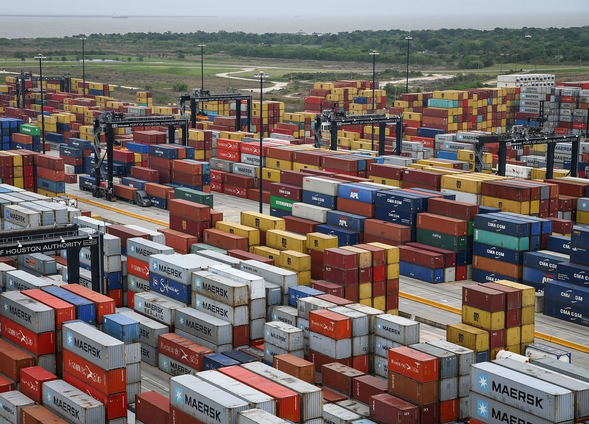 World Trade Volumes Plunge at Fastest Pace in a Decade