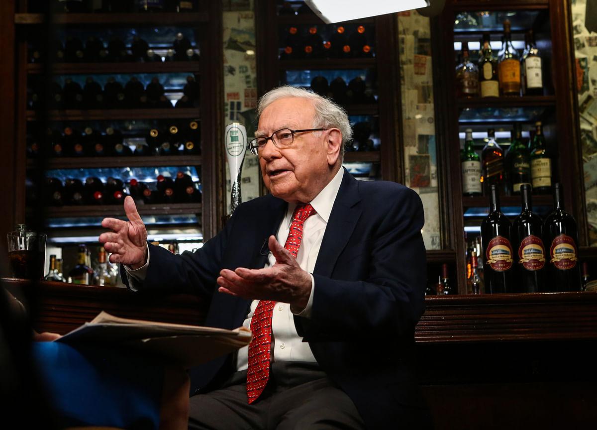 Buffett Urges Wells Fargo to Look Beyond Wall Street for CEO: FT