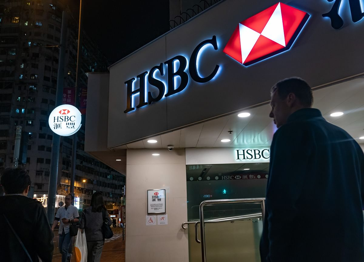 HSBCPreps Cost Cuts as CEO Flint Scolds Senior Bankers