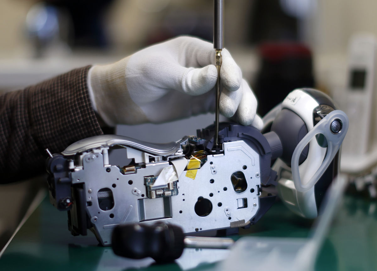 For Job Security at the Factory, Learn How to Repair a Robot