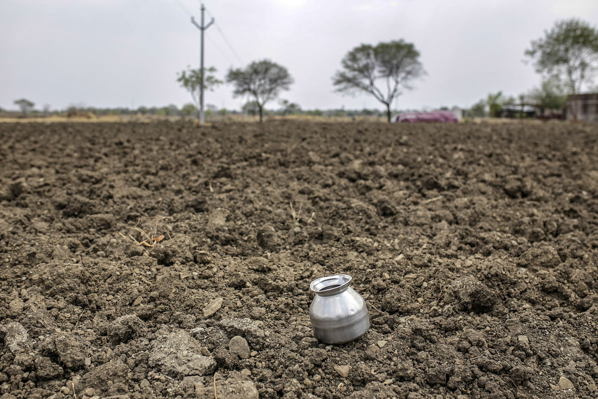 A water vessel sits on farmland near the village of Khardewadi  in Beed district, Maharashtra, on  Apr. 14, 2019. (Photographer: Dhiraj Singh/Bloomberg)
